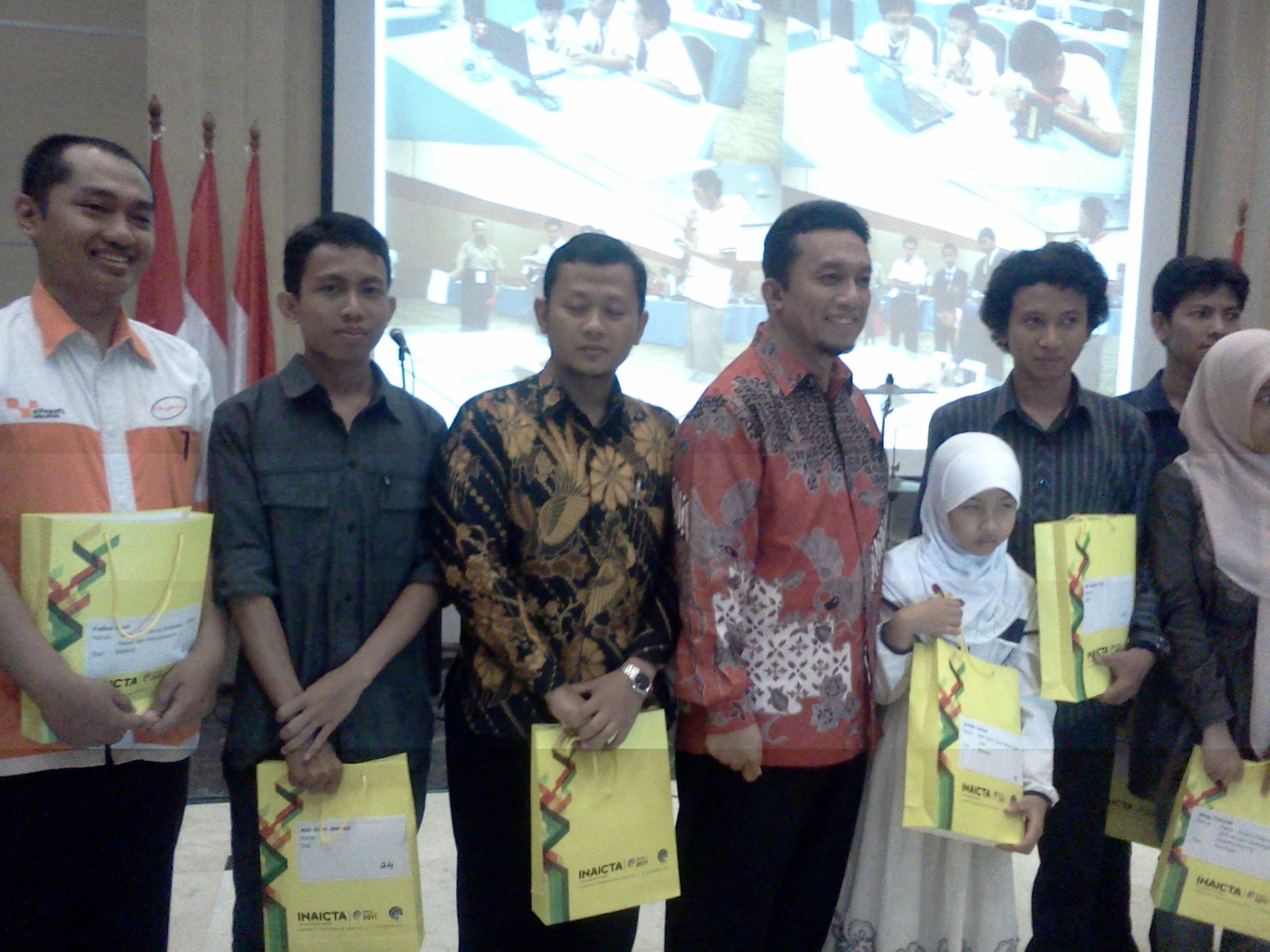 Juara 1 INAICTA 2011 Applicative Robot Category (Robot For Helping People from Natural Disaster)