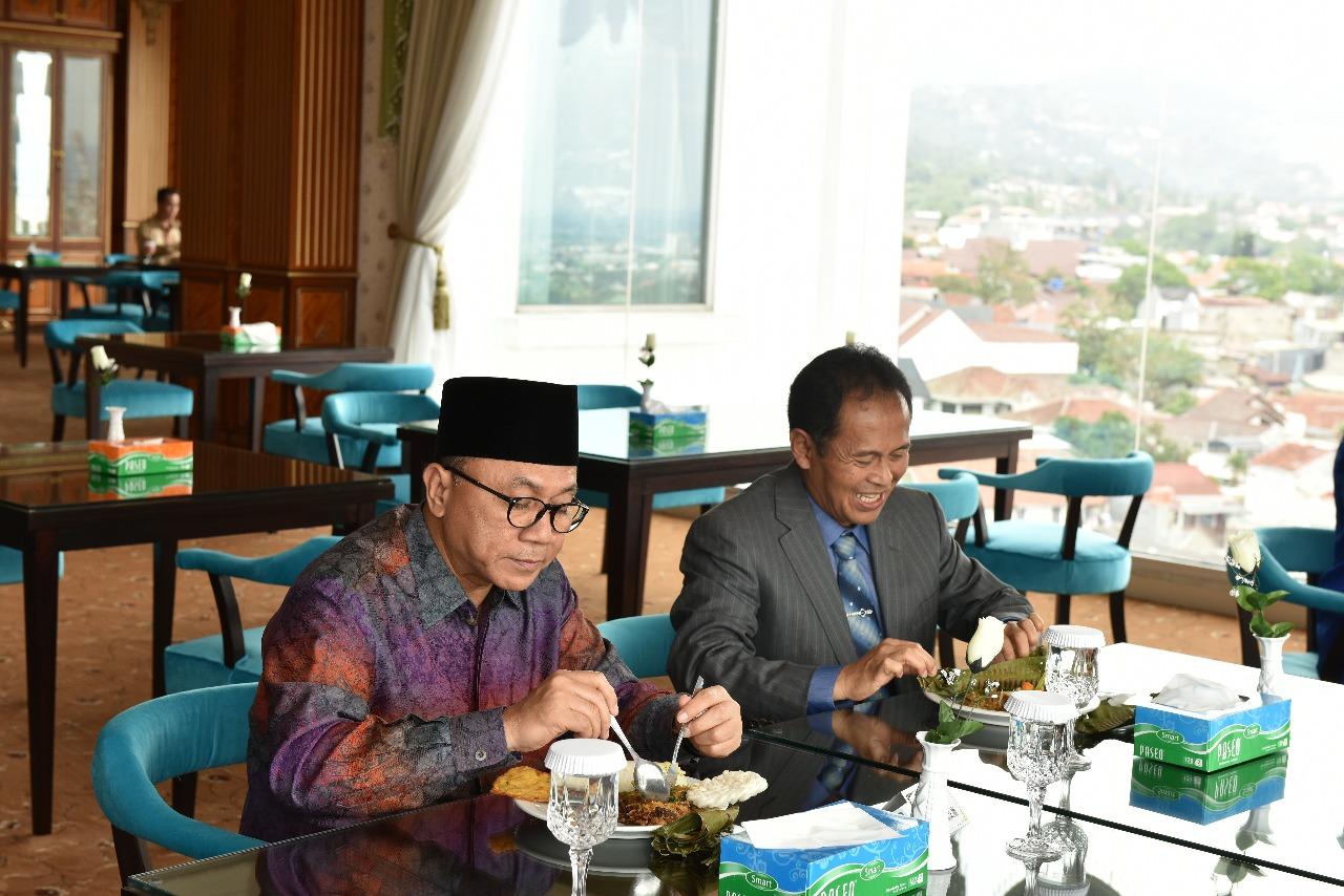 Kunjungan Ketua MPR Dr. Zulkifli Hasan (Foto ke-13)