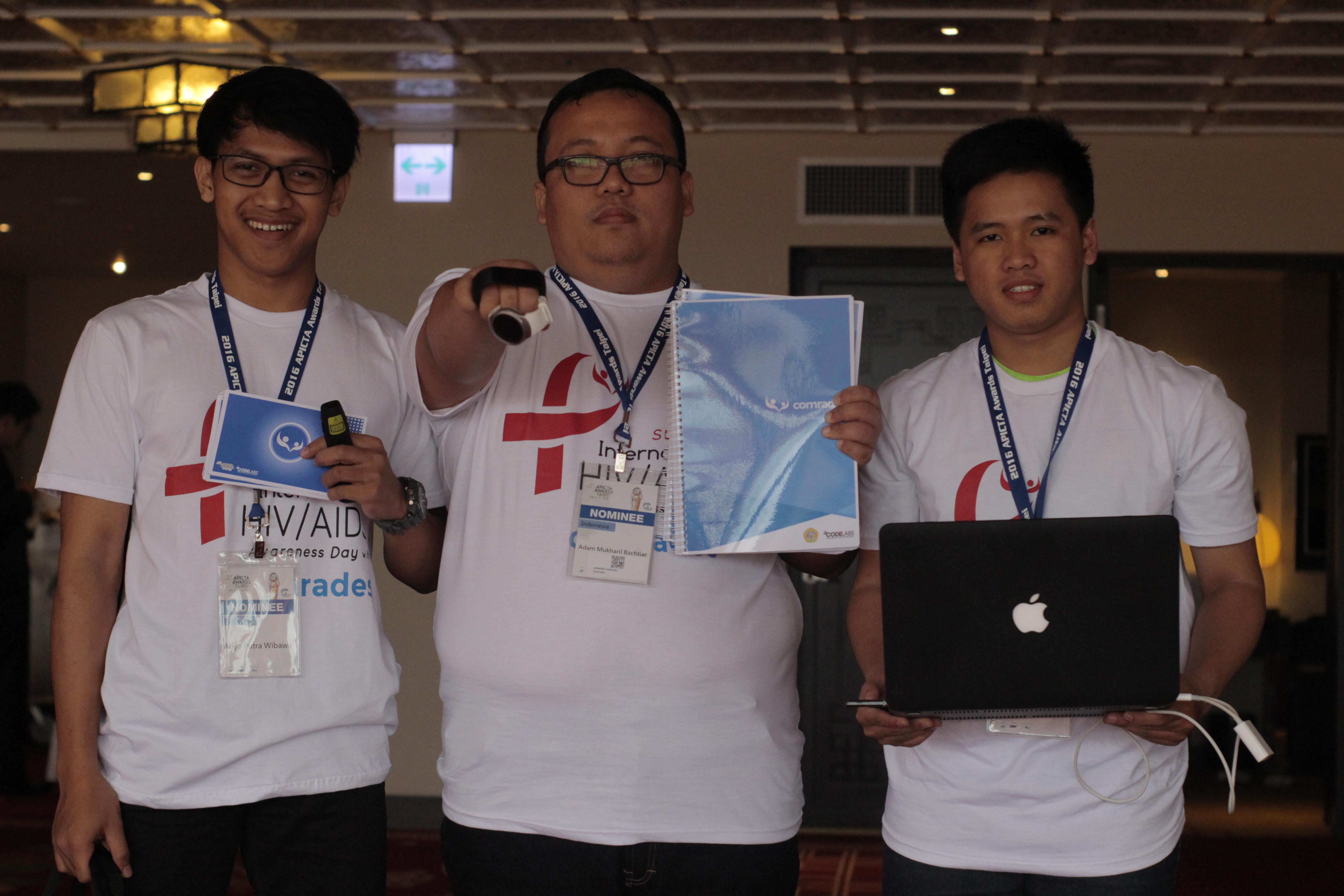 Team UNIKOM Codelabs dengan aplikasi Comrades di APICTA 2016